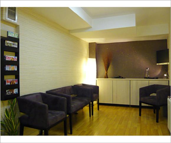 https://vresgiatro.blob.core.windows.net/gallery/Picture-of-waiting-room-interior-design-of-chiropractic-office.jpg